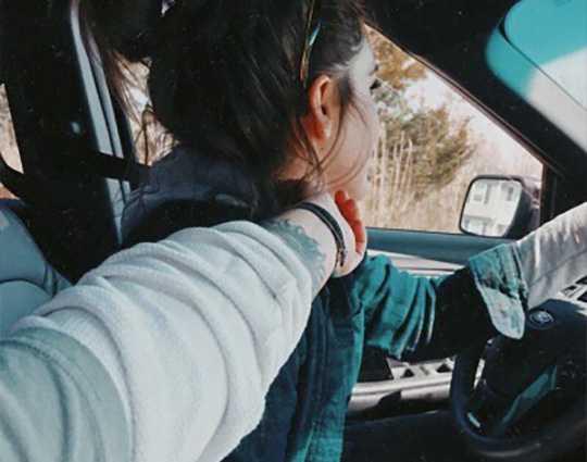 lesbiennes voiture autoroute